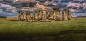 A view of Stonehenge against a cloudy sky
